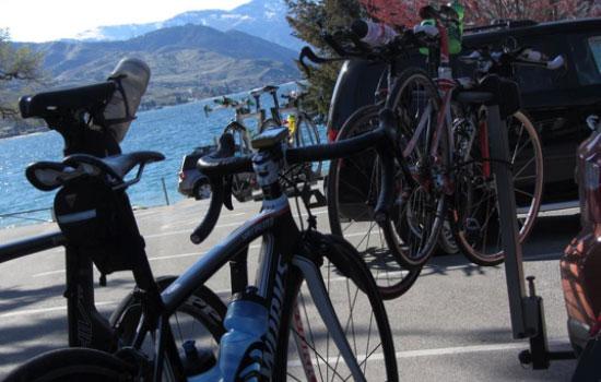 bikes-at-lake